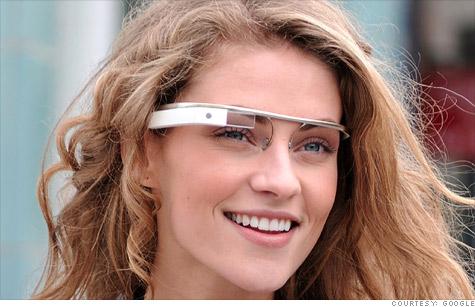 девушка в очках Google Glass 2013