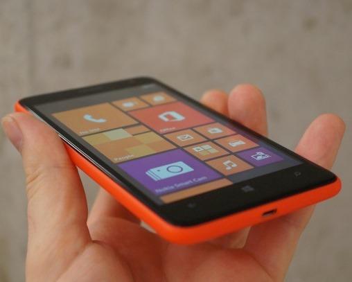 фото Nokia Lumia 625 сбоку