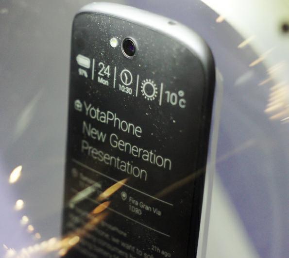 российский YotaPhone 2